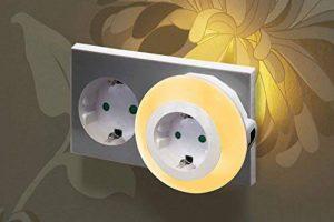 Auraglow Veilleuse automatique LED multicolore avec capteur photosensible pour une lumière du crépuscule à l'aube munie d'une prise électrique de la marque Auraglow image 0 produit