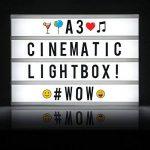 Cosi Home™ - Boîte cinématique lumineuse format A3 avec 100 lettres, émoticônes, smileys et symboles - personnalisez votre message - Piles et alimentation USB de la marque The Body Source image 4 produit