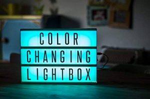 Gadgy ® Cinema LightBox Changement Couleur A4 avec Adaptateur | Special Vintage Boite Cinematographique | Enseigne Lumineuse LED avec 85 Lettres et Symbolos Emoji Chiffres | 30x 22x5,5 cm. Piles ou Electricite de la marque Gadgy image 0 produit