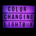 Gadgy ® Cinema LightBox Changement Couleur A4 avec Adaptateur | Special Vintage Boite Cinematographique | Enseigne Lumineuse LED avec 85 Lettres et Symbolos Emoji Chiffres | 30x 22x5,5 cm. Piles ou Electricite de la marque Gadgy image 4 produit