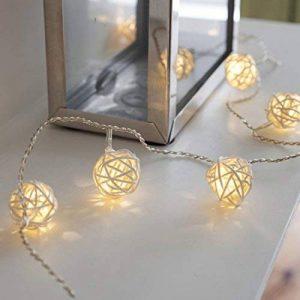 Guirlande Lumineuse avec 16 Boules en Rotin Tressé aux LED Blanc Chaud de Lights4fun de la marque Lights4fun image 0 produit