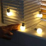 Guirlande Lumineuse Décorative 10 Mini Ampoules Rondes Opaques Finition Culot Argenté - Éclairage à LED à Piles - avec Minuteur On/Off Auto - 1,50 Mètre de la marque Festive Lights image 4 produit