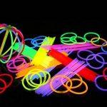 HHD® Lot de 200 Bâtons lumineux fluorescents, Glowsticks, Fluos Lumineux! Bracelets fluorescents lumineux, 7 couleurs différentes avec connecteur ! Couleurs tendance! 200mm x 6mm. Idéal pour le fête! de la marque HHD image 4 produit