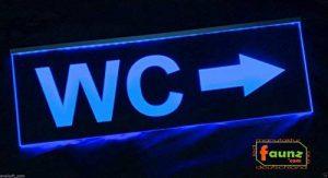 'LED panneau publicitaire, faunz Panneau lumineux, plaque signalétique WC Flèche droite faunz© com de la marque faunz_com * LED Manufaktur Deutschland* Steve Gross image 0 produit