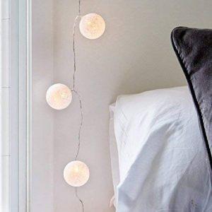 Lights4fun Guirlande Lumineuse LED à Piles avec 10 Boules de Coton Blanc Chaud de la marque Lights4fun image 0 produit